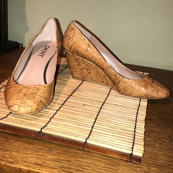 031fe902b87 Like new DKNY Gil Natural wedge heel